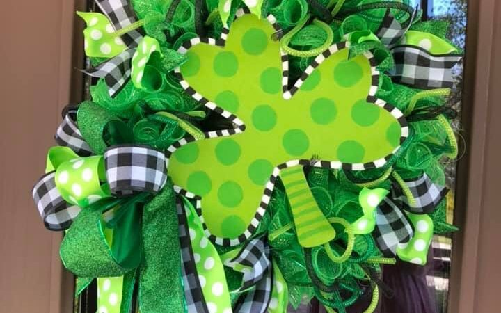 DIY St. Patrick's Day Decor & Crafts Spring Wreath Mesh Shamrock
