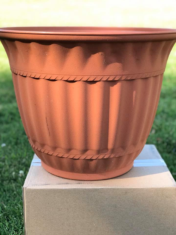 flower pot makeover with spray paint painting