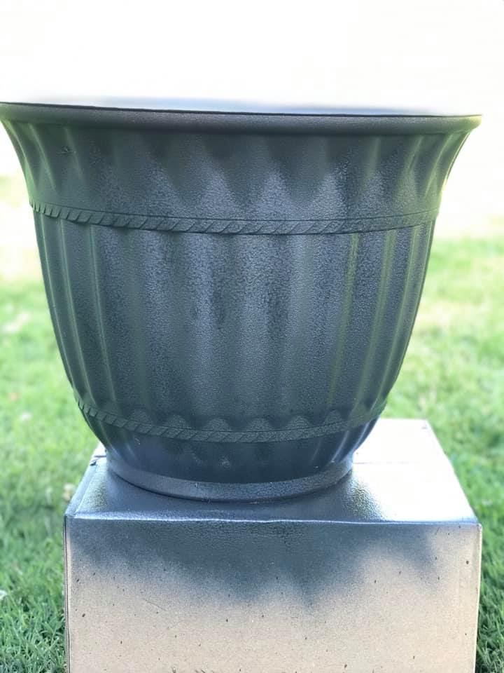flower pot makeover with spray paint painting old